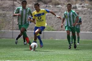 Nili a punto estuvo de marcar / Daniel Cáceres (udlaspalmas.net)