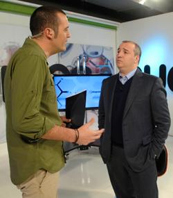 Julio Cruz, presentador de Nueve Deportes, junto a Miguel Ángel Ramírez / La Provincia