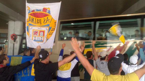 Ultra Naciente recibió a los jugadores en Gando (VÍDEO)