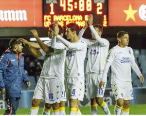 Los jugadores celebran la victoria con la afición desplazada / Foto: LFP.