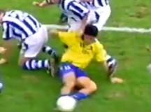 El Turu Flores marcaba goles… hasta sentado (VÍDEO en #AmarilloVintage)