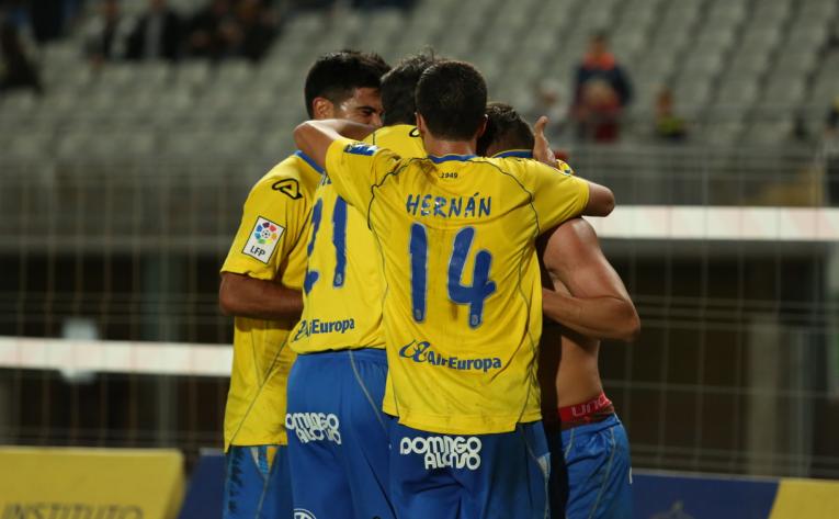 Los jugadores celebran el tanto de Asdrúbal / Toño Suárez (udlaspalmas.net)