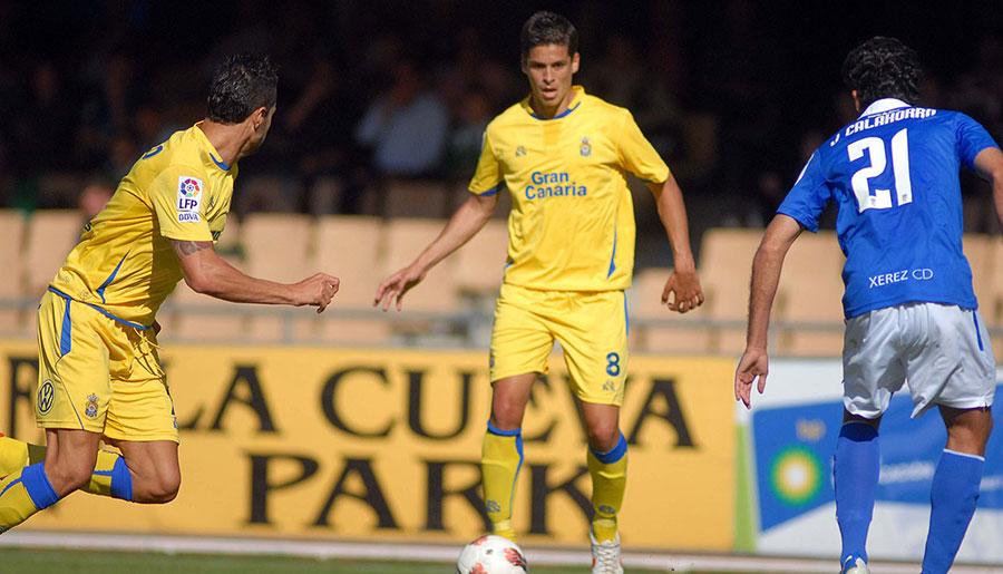 Sergio Suárez, con el dorsal 8