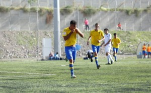 Lionel Rodriguez celebra su gol en el derbi de juveniles / Toño Suárez (udaspalmas.net)